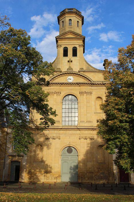 Eglise Saint-Simon et Saint-Jude: Façade sud-est, vue générale