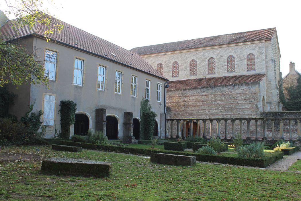 Ancienne abbaye Saint-Pierre: Ensemble nord-ouest, vue générale