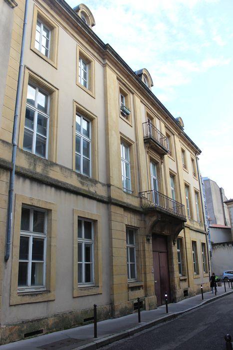 Immeubles: Façade sur la rue des Trois Boulangers, vue générale