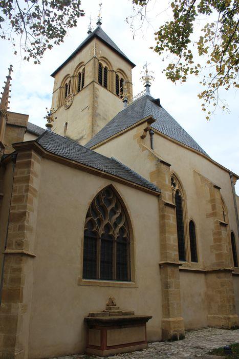 Eglise Saint-Eucaire: Façade latérale nord, vue partielle