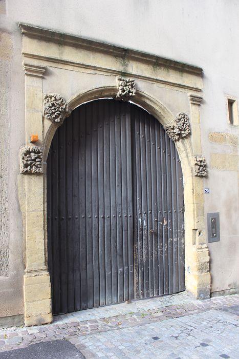 Immeuble: Portail sur rue, vue générale