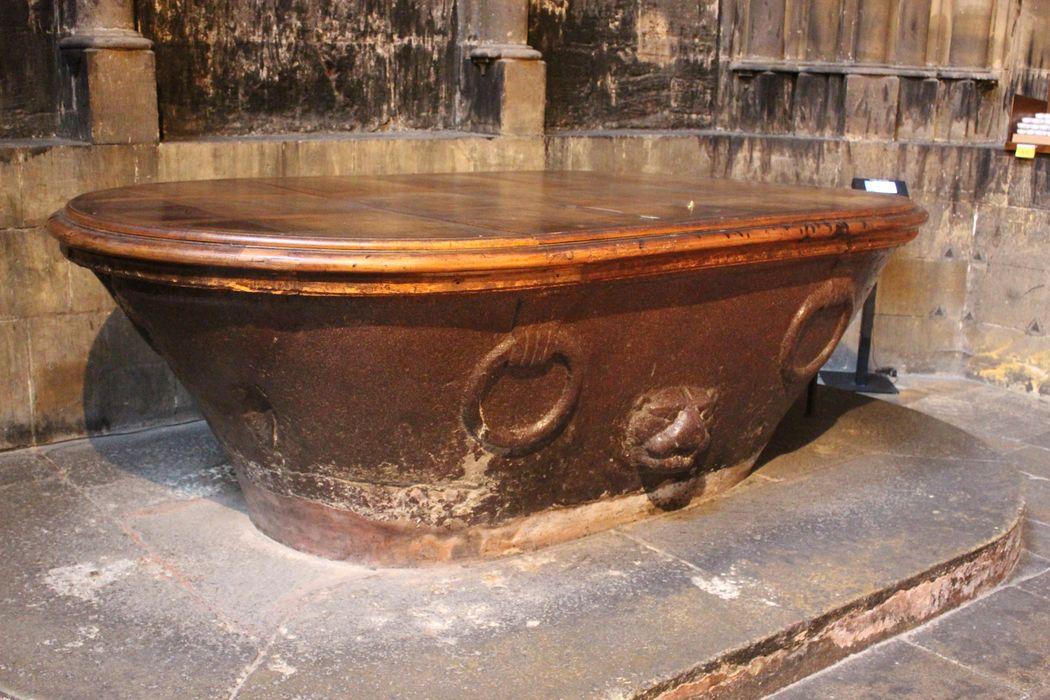 Fonts baptismaux (cuvette des fonts baptismaux)