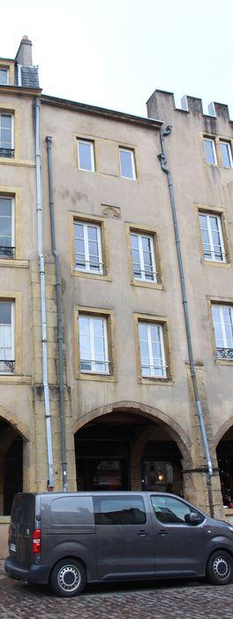 Maisons: Façade du n°33 sur rue, vue générale