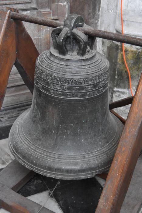 Cloche déposée dans la tour octogonale