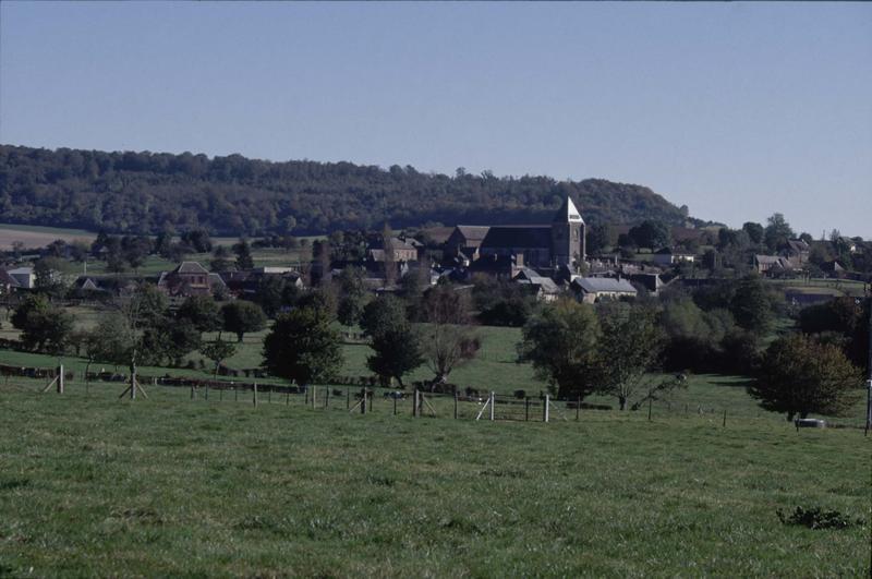 Vue générale du village et de l'église