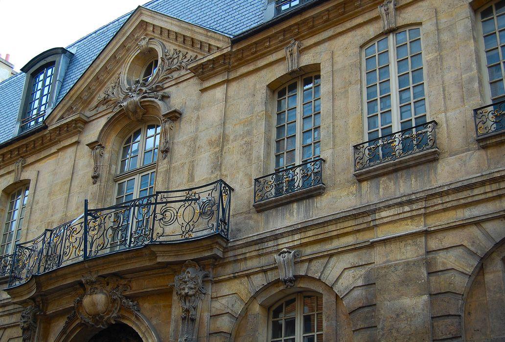 Hôtel Jeanne d'Albret: Façade sur rue, vue partielle
