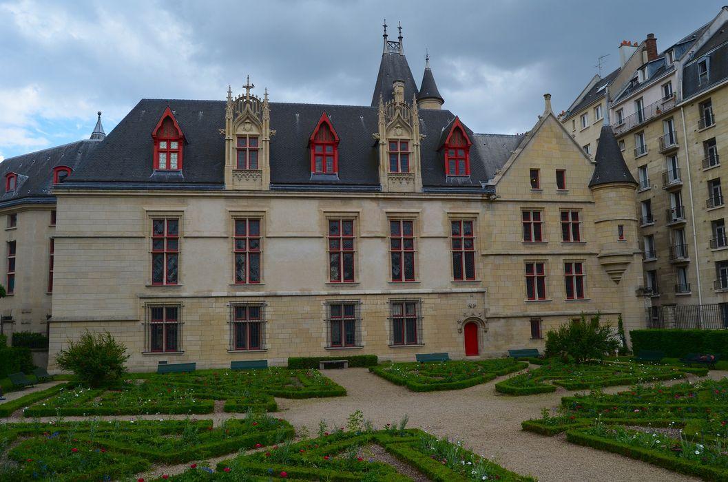 Hôtel de Sens: Façade ouest, vue générale