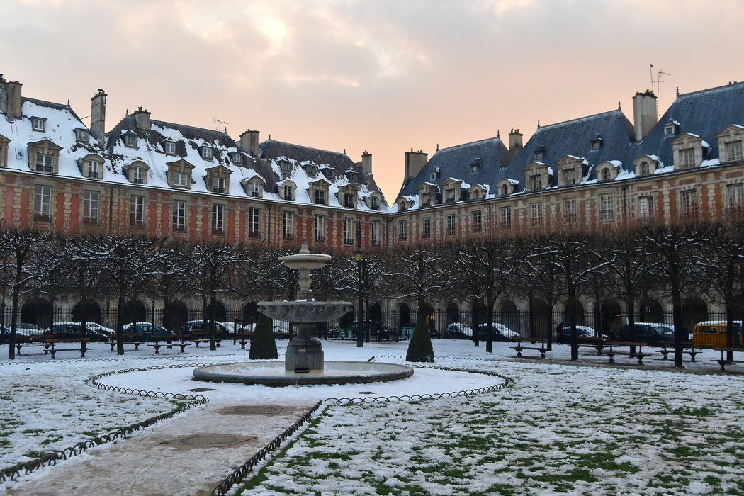 Place des Vosges: Vue partielle, angle sud-ouest