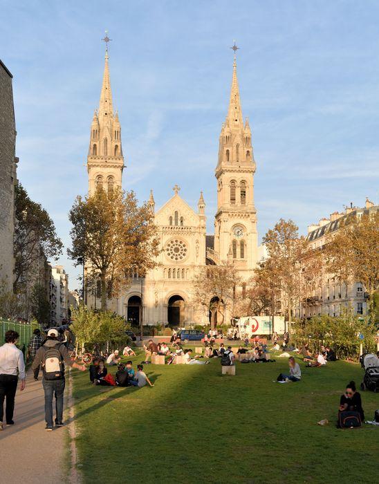 Eglise Saint-Ambroise: Façade occidentale, vue générale