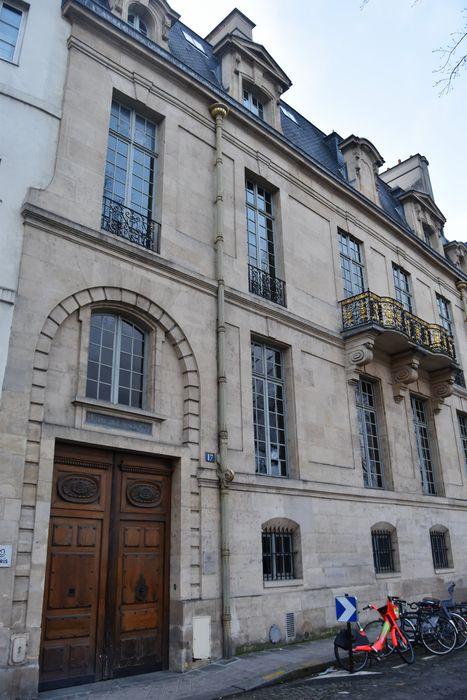 Hôtel de Lauzun ou Hôtel de Pimodan: Façade sur rue, vue générale