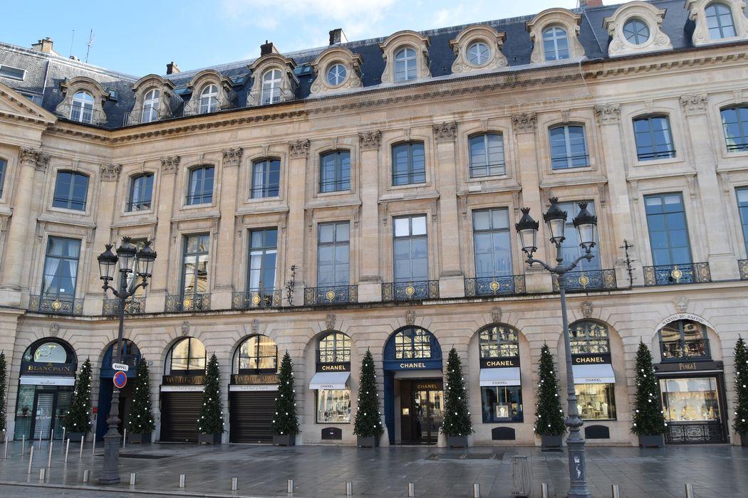 Ancien hôtel Duché des Tournelles, ancien hôtel de Parabère: Façades sur la place, vue générale