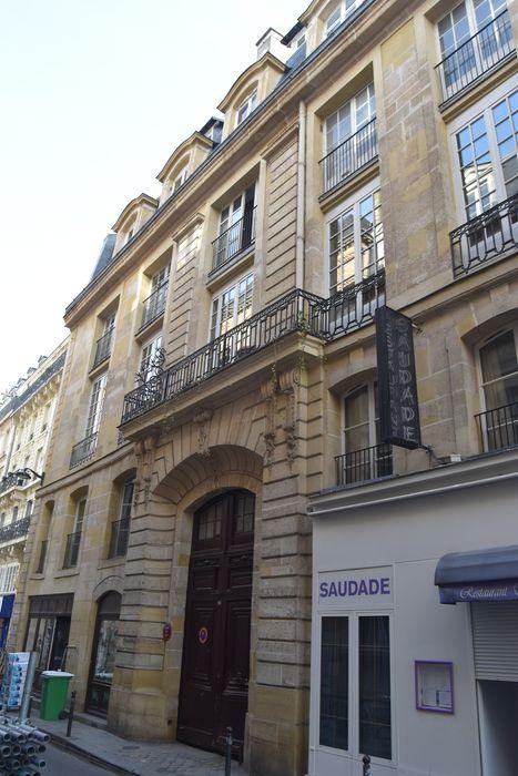 Ancien hôtel de Villeroy ou ancien hôtel de la Poste: Façade sur la rue des Bourdonnais, vue générale