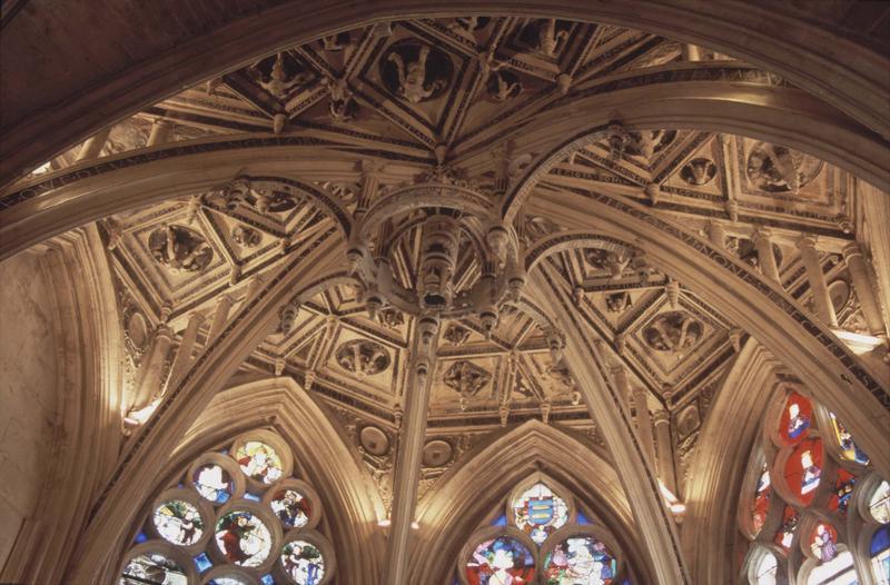 Intérieur : clef de voûte d'une chapelle absidiale