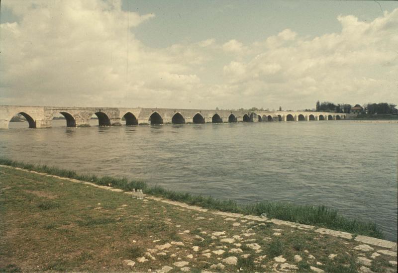 Ancien pont sur la Loire