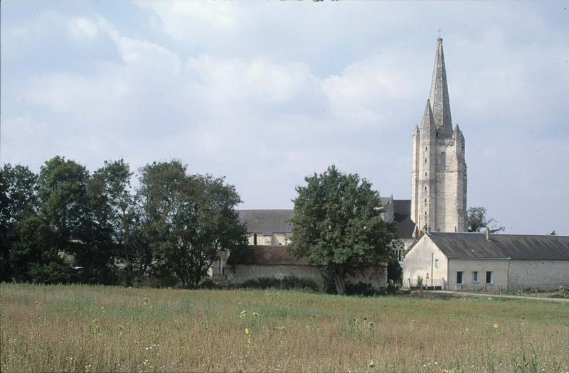 Clocher de l'église et bâtiments