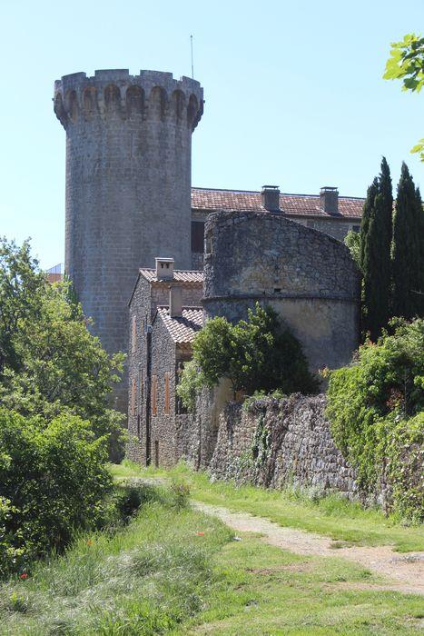 Remparts: tour ronde du château, vue générale