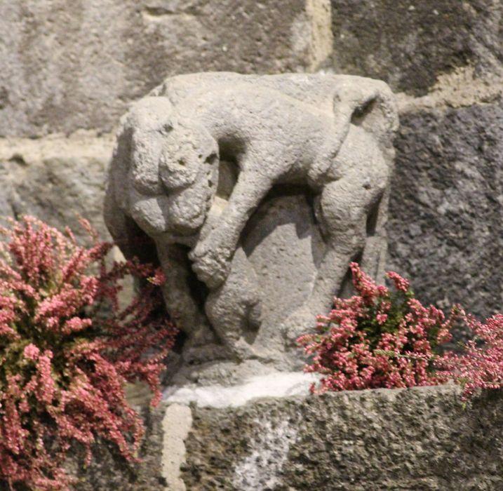 Chapiteau : Lion dévorant un quadrupède