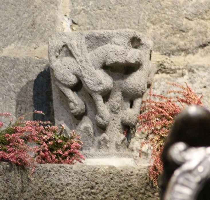 Chapiteau : Griffons affrontés