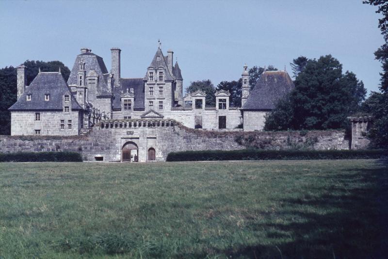 Château de Kerjean, actuellement Musée breton
