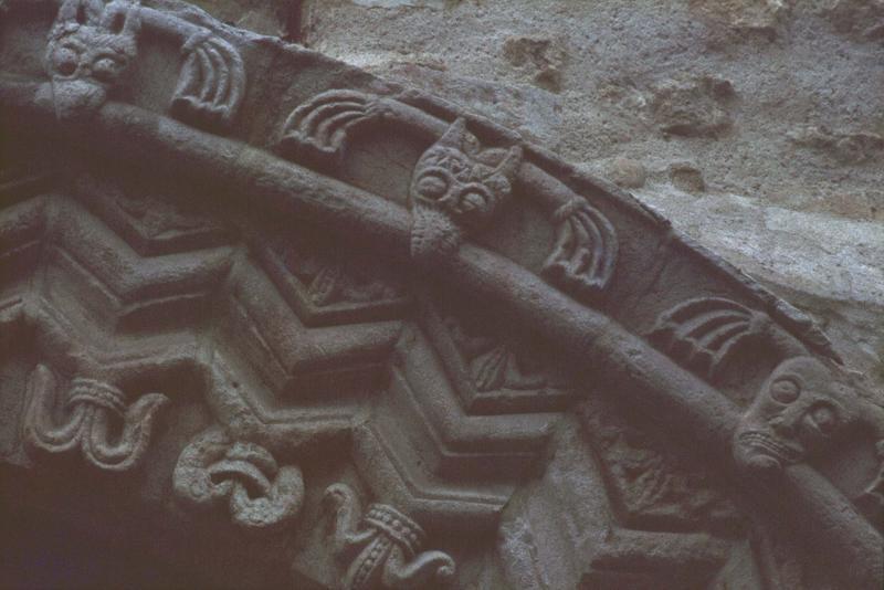 Portail nord : voussures sculptées
