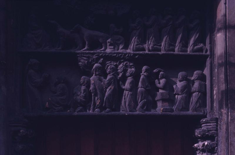 Porte : groupe sculpté du tympan