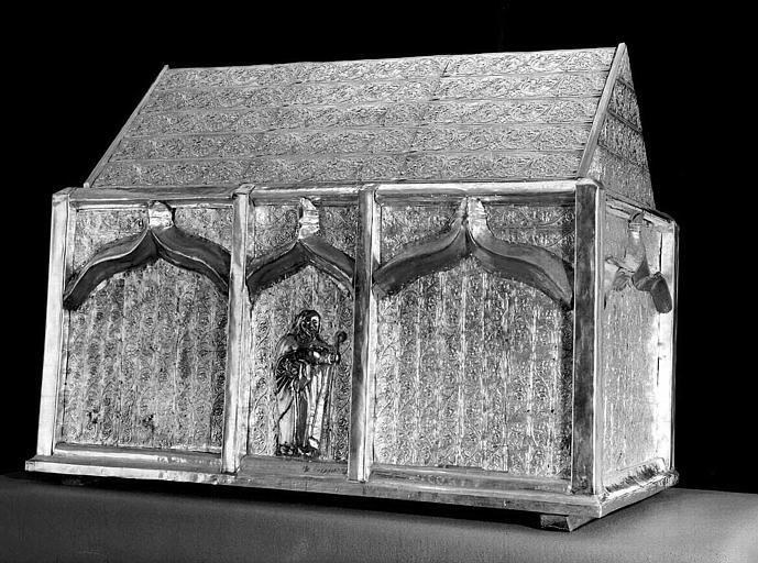 Châsse-reliquaire de saint Sylve en cuivre argenté sur âme de bois (trois-quarts face)