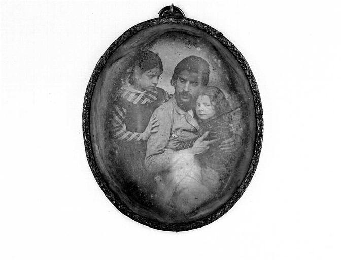Portrait d'un membre de la famille Fleurdant avec les enfants de J.F. Millet (daguerréotype)