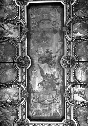 Décor du compartiment central du plafond du Grand Foyer