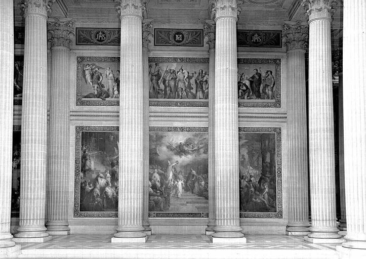 Peintures murales : Procession de personnages de l'époque carolingienne (haut) et Sacre de Charlemagne (bas)