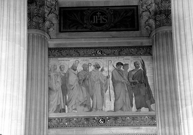 Frise au dessus de la travée centrale : Saints