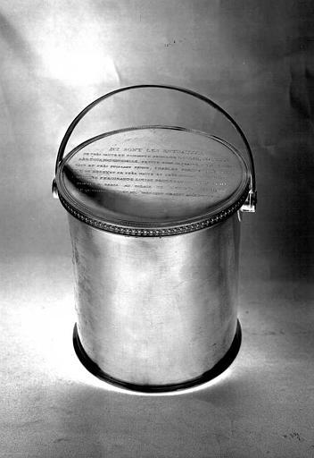 Urne en cuivre argenté contenant les entrailles de Louise-Isabelle d'Artois, fille du Duc de Berry, morte en 1817