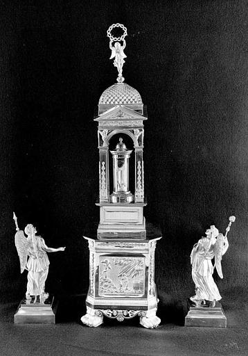 Reliquaire en argent de la sainte Epine, flanqué de deux statuettes d'anges (revers)