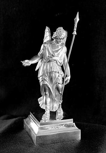 Reliquaire en argent de la sainte Epine : Statuette d'ange porteur de la lance (trois-quarts face)