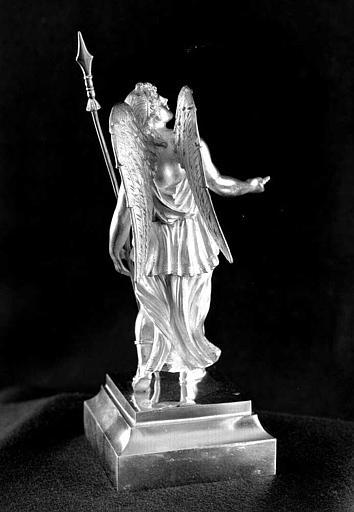 Reliquaire en argent de la sainte Epine : Statuette d'ange porteur de la lance (trois-quarts dos)