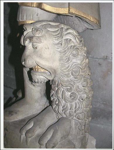 Statue : saint Adrien, détail