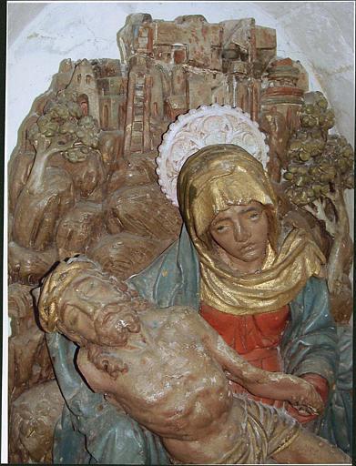 Relief : Vierge de Pitié, partie haute