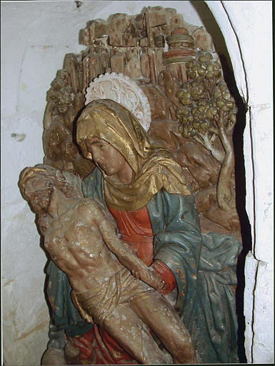 Relief : Vierge de Pitié, de profil