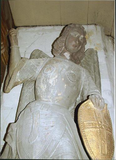 Groupe sculpté : saint Michel terrassant le dragon, partie haute