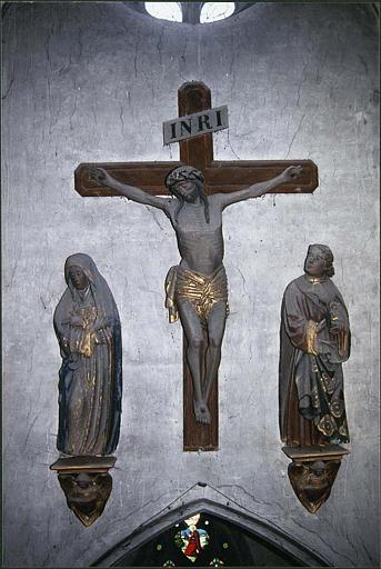Calvaire, poutre de gloire : Christ en croix, Vierge, saint Jean évangéliste