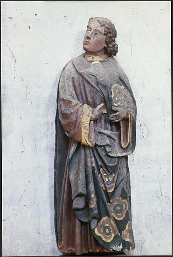 Calvaire, poutre de gloire : détail du saint Jean évangéliste