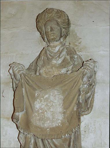 Statue : sainte Véronique, vue rapprochée