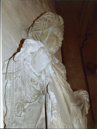 Statue : sainte Véronique, vue de côté