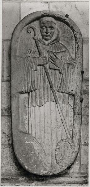 Dalle funéraire de Paschase Radbert, abbé de Corbie