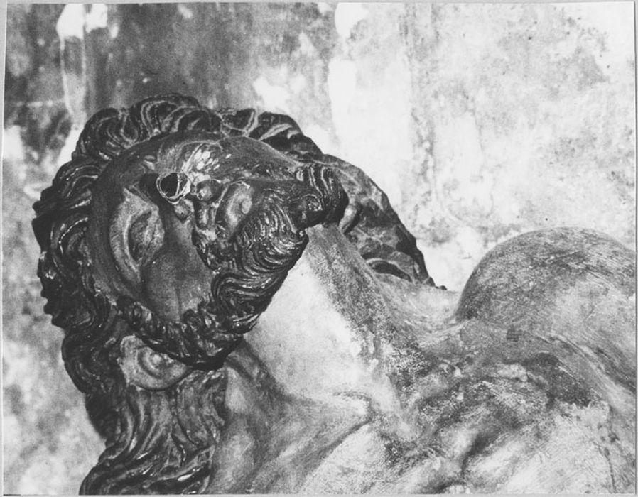 Haut-relief : Christ au tombeau