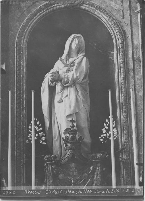 Autel de la chapelle Notre-Dame de Pitié