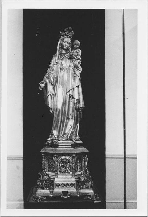Statue style néo-gothique : Vierge à l'Enfant tenant un oiseau