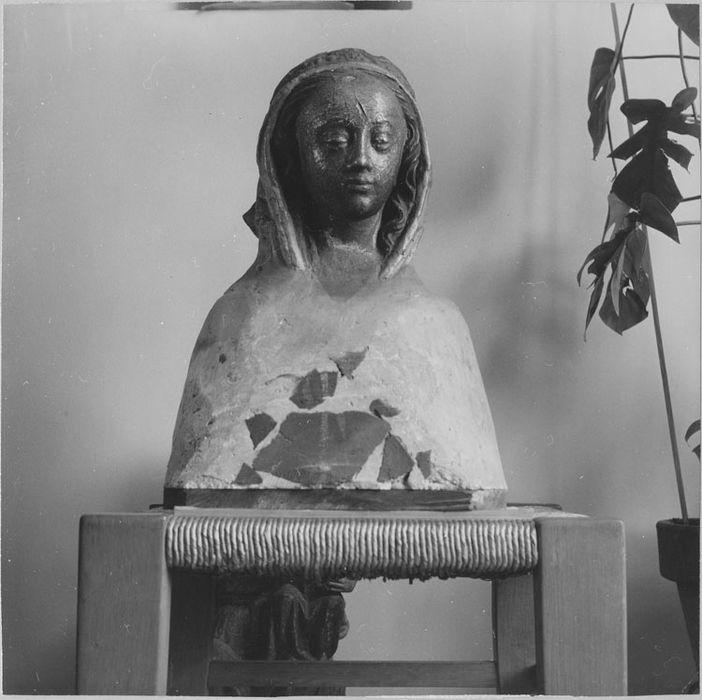 Buste : Une sainte