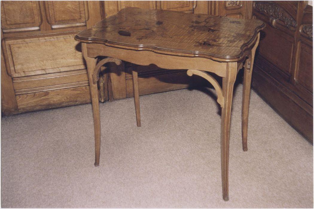 table (décor orchidée)