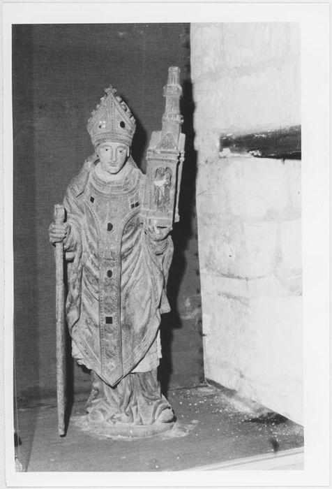 Statue : Saint Martin en évêque portant une église