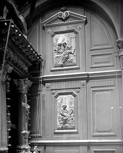 Retable en bois sculpté, boiseries : Saint Matthieu et saint Luc